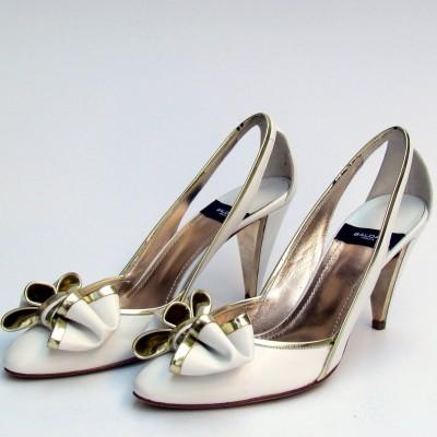 Baldan fehér magassarkú cipő