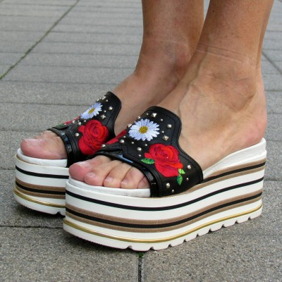 Loretta Pettinari virágos telitalpú papucs