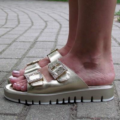 Chiara Pasquini arany papucs