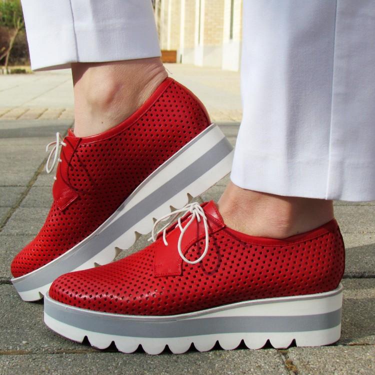 Pertini piros lyukacsos cipő