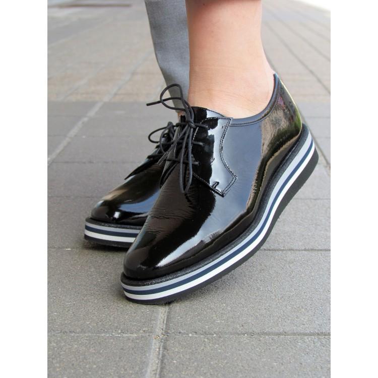 Pertini fekete lakk fűzős cipő