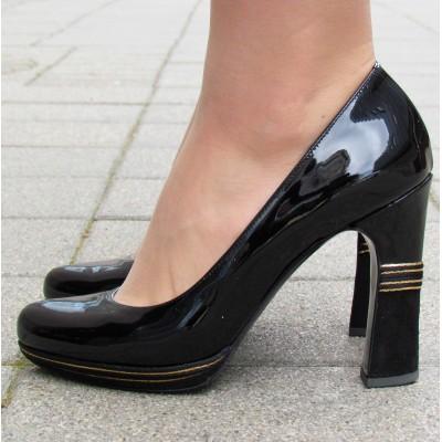 Sandro Vicari fekete magassarkú cipő