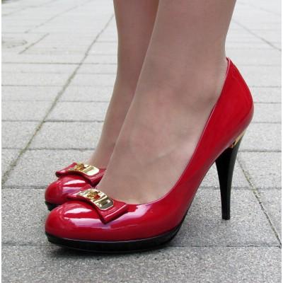 Sandro Vicari piros magassarkú cipő